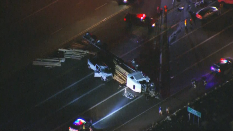 Phoenix-rollover-semi-accident